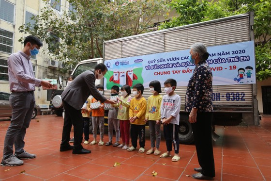 Quỹ sữa Vươn cao Việt Nam: Vượt trở ngại COVID để mang 1,7 triệu ly sữa đến trẻ em khó khăn  ảnh 1