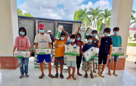 Quỹ sữa Vươn cao Việt Nam mang lại nụ cười hạnh phúc cho trẻ thơ trong mùa dịch ảnh 1