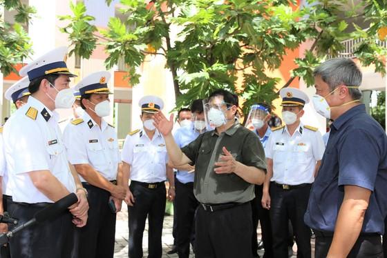 Thủ tướng Chính phủ Phạm Minh Chính kiểm tra công tác chuẩn bị hàng hóa tại Saigon Co.op ảnh 2