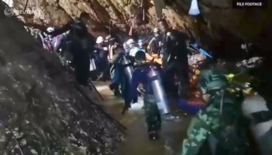 """Tất cả 13 thành viên đội bóng """"nhí"""" Thái Lan đã được giải cứu ảnh 2"""