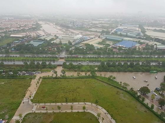 Bão liên tục nhấn chìm Châu Á ảnh 1