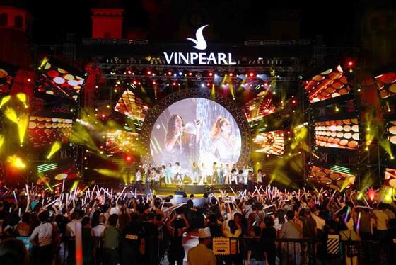 Hàng ngàn khán giả Vinpearl cháy hết mình cùng đêm nhạc Boney M ảnh 1