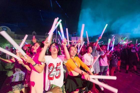 Hàng ngàn khán giả Vinpearl cháy hết mình cùng đêm nhạc Boney M ảnh 2