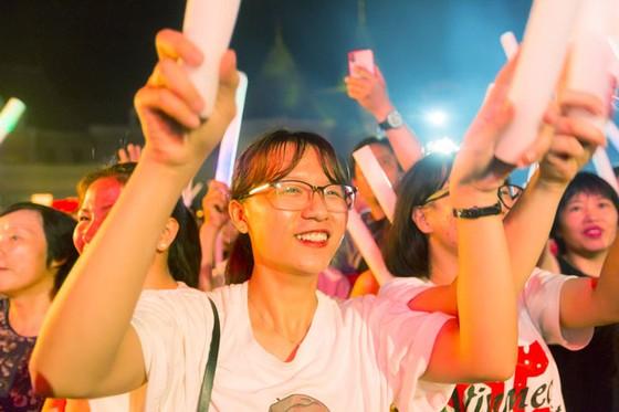 Hàng ngàn khán giả Vinpearl cháy hết mình cùng đêm nhạc Boney M ảnh 4