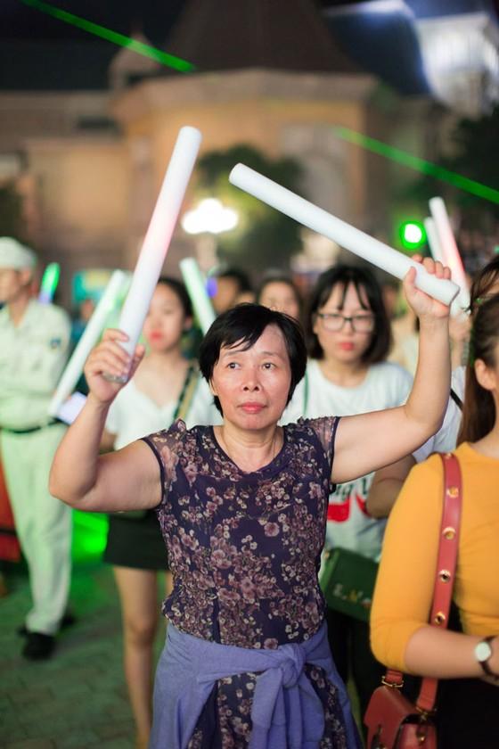 Hàng ngàn khán giả Vinpearl cháy hết mình cùng đêm nhạc Boney M ảnh 5