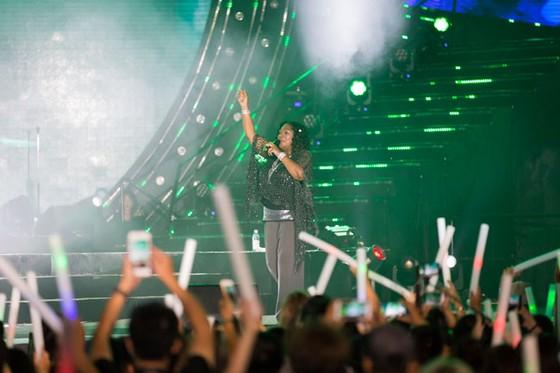 Hàng ngàn khán giả Vinpearl cháy hết mình cùng đêm nhạc Boney M ảnh 6