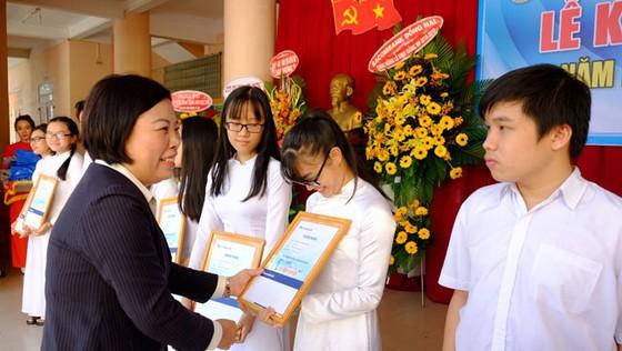 Sacombank trao 3.000 suất học bổng cho học sinh, sinh viên ảnh 1