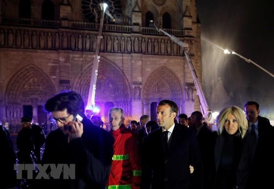 Nhà thờ Đức Bà Paris 850 năm tuổi cháy lớn ảnh 10