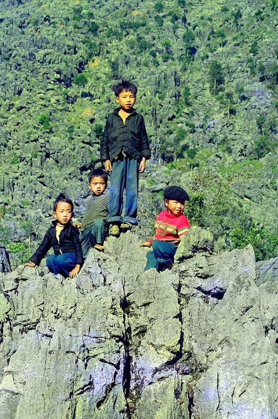Trẻ em miền cao nguyên đá ảnh 11
