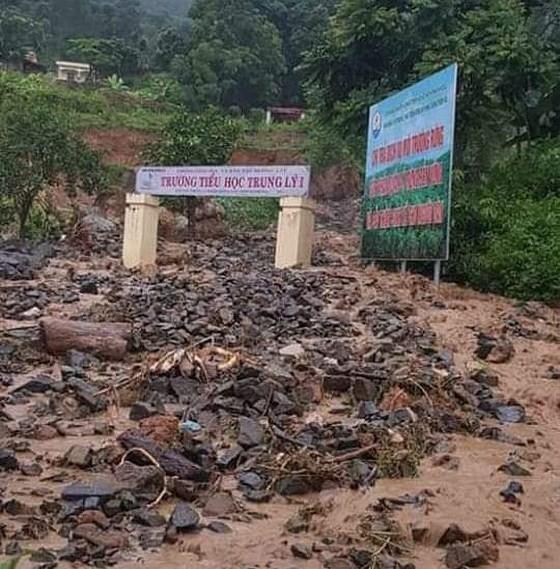 Mưa lớn cuốn trôi người, gây chia cắt nhiều nơi tại huyện Mường Lát ảnh 2
