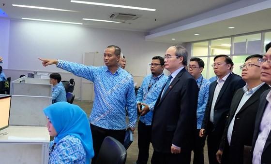 Bí thư Thành ủy TPHCM Nguyễn Thiện Nhân tìm hiểu kinh nghiệm xây đê chống ngập ảnh 2