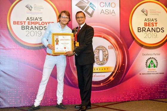 FE Credit nhận thêm 3 giải thưởng tại lễ trao giải CMO Asia 2019 ảnh 2