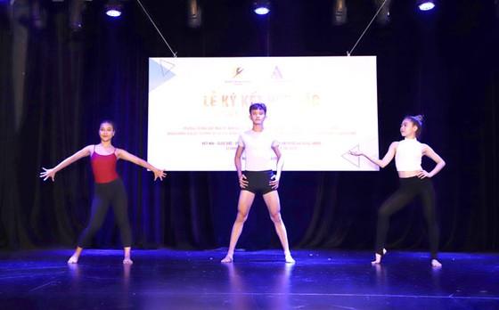 Trường Múa TPHCM ký kết AMPA Education mở rộng vũ đạo chuẩn quốc tế  ảnh 2