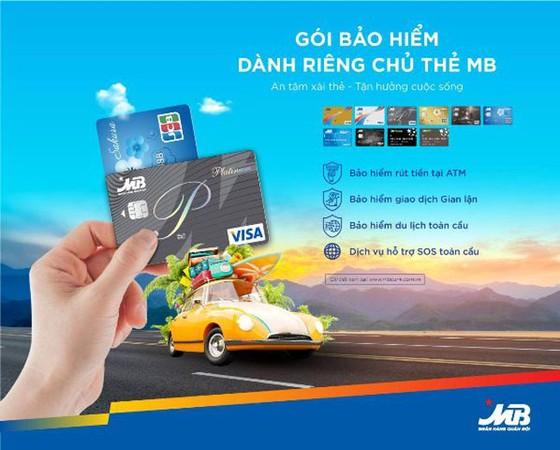 Chủ thẻ MB được bảo hiểm khi gặp rủi ro trong quá trình giao dịch thẻ ảnh 1