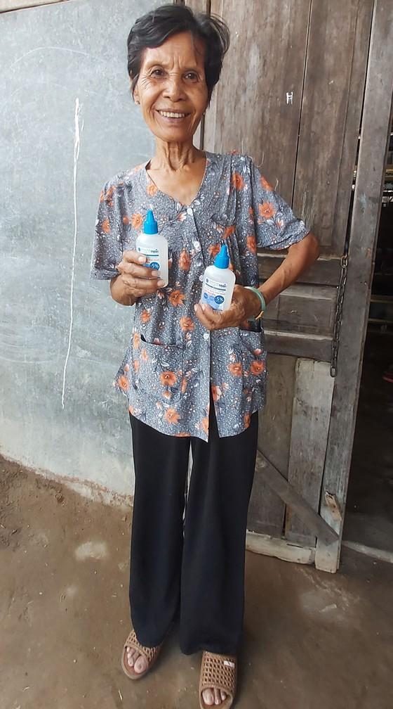 Sinh viên Trà Vinh điều chế nước rửa tay khô sát khuẩn  ảnh 1