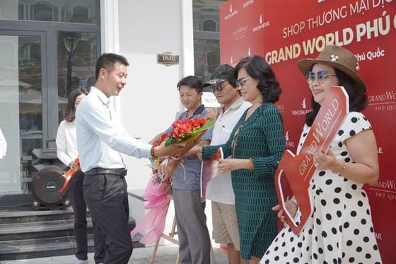 Chính thức bàn giao shop thương mại Grand World Phú Quốc ảnh 1