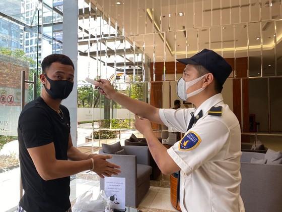 Những hình ảnh toàn dân phòng chống dịch tại Hà Nội và TPHCM ảnh 20