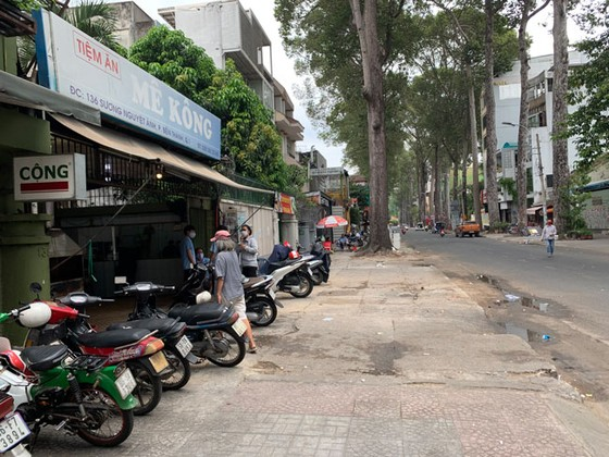 Những hình ảnh toàn dân phòng chống dịch tại Hà Nội và TPHCM ảnh 17