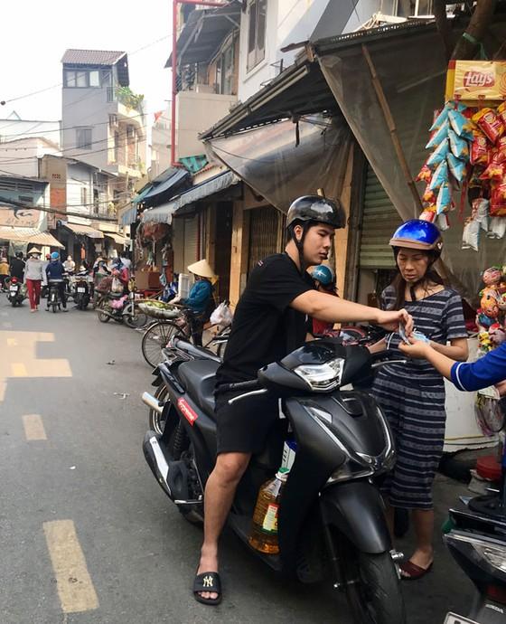 Những hình ảnh toàn dân phòng chống dịch tại Hà Nội và TPHCM ảnh 22
