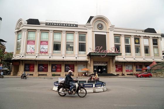 Những hình ảnh toàn dân phòng chống dịch tại Hà Nội và TPHCM ảnh 7