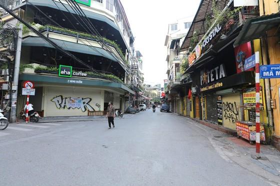 Những hình ảnh toàn dân phòng chống dịch tại Hà Nội và TPHCM ảnh 2