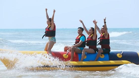 Khai trương dịch vụ thể thao dưới nước đầu tiên tại bãi biển Thuận An - Huế ảnh 1