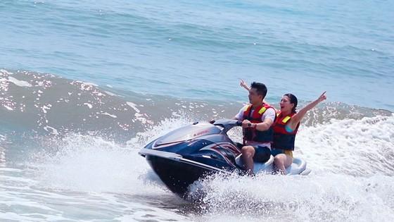 Khai trương dịch vụ thể thao dưới nước đầu tiên tại bãi biển Thuận An - Huế ảnh 2