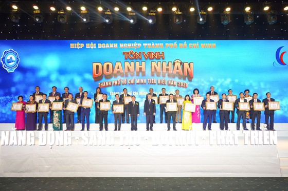 Hưng Thịnh nhận 3 giải thưởng Doanh nghiệp, Doanh nhân TPHCM tiêu biểu 2020 ảnh 5