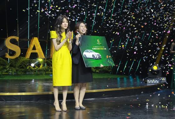 Meyhomes Capital Phú Quốc tặng khách hàng Mercedes C180 ảnh 1