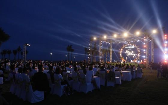 """Hàng ngàn khách hàng tham dự sự kiện """"Bừng sáng NovaWorld Ho Tram"""" ảnh 7"""