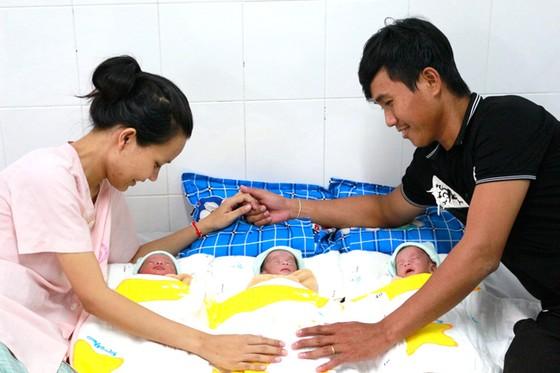 Phẫu thuật cấp cứu 2 trường hợp tam thai tự nhiên ảnh 1
