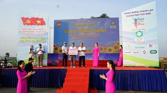 Van Phuc Group ủng hộ 1 tỷ đồng cho quỹ người nghèo quận Thủ Đức ảnh 1