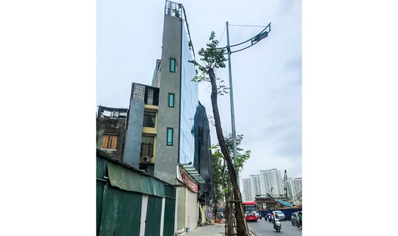 Ultra-thin house is a problem for road clearance in big cities.