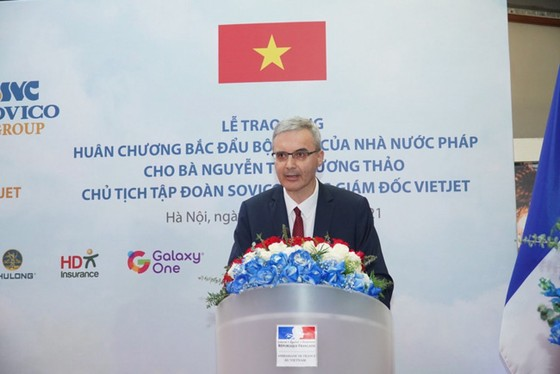 Bà Nguyễn Thị Phương Thảo nhận Huân chương Bắc đẩu bội tinh của Pháp ảnh 2