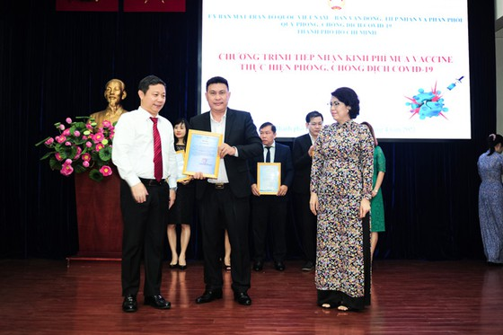 Hưng Thịnh trao tặng 50 tỷ đồng kinh phí mua vaccine ngừa Covid-19 ảnh 1
