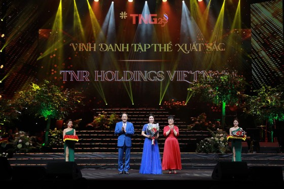 Đêm nhạc kỷ niệm 25 năm phát triển Tập đoàn TNG Holdings Vietnam ảnh 1