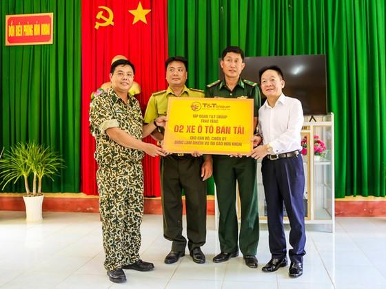 Lãnh đạo tỉnh Cà Mau và T&T Group thăm và tặng quà cán bộ chiến sĩ đảo Hòn Khoai ảnh 1