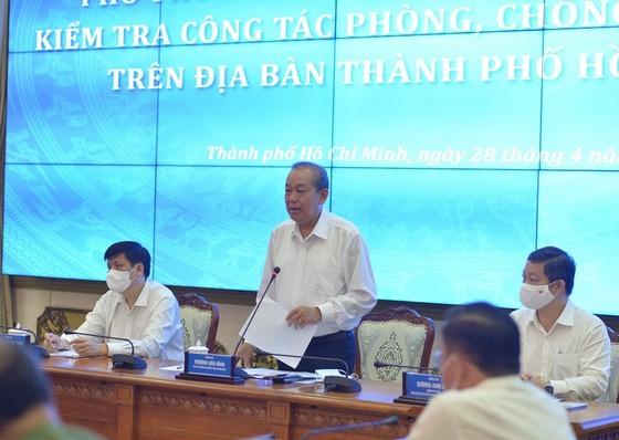 Chủ tịch TPHCM: 'Ra đường là phải đeo khẩu trang' ảnh 2