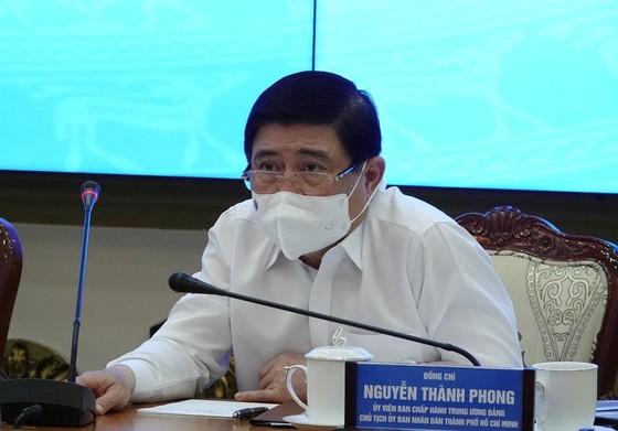 Chủ tịch TPHCM: 'Ra đường là phải đeo khẩu trang' ảnh 1