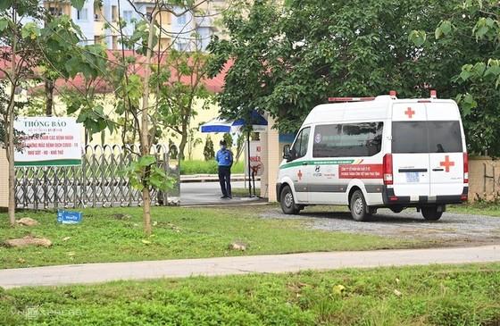 Phong tỏa bệnh viện nhiệt đới Trung ương vì bác sĩ nhiễm Covid-19 ảnh 2