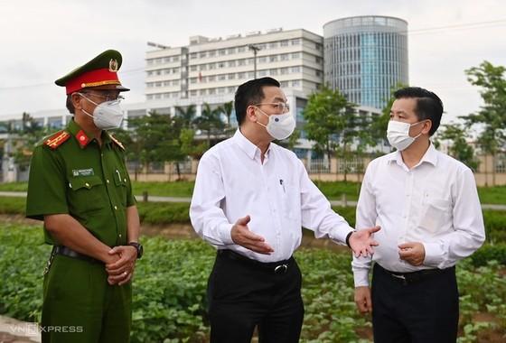 Phong tỏa bệnh viện nhiệt đới Trung ương vì bác sĩ nhiễm Covid-19 ảnh 1
