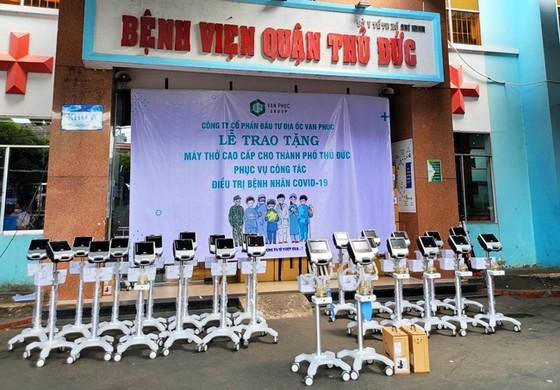 Van Phuc Group tặng 26 máy thở cho các bệnh viện tại TP Thủ Đức ảnh 1