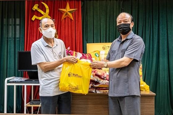 T&T Group trao tặng 3.000 suất quà cho người dân Hà Nội gặp khó khăn do Covid-19 ảnh 1