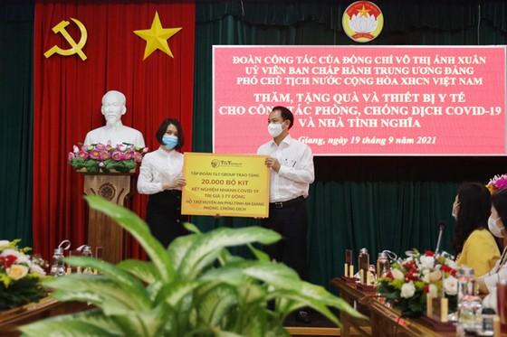 T&T Group tặng 140.000 bộ kit test nhanh COVID-19 và 150 tấn gạo cho các tỉnh phía Nam chống dịch ảnh 2