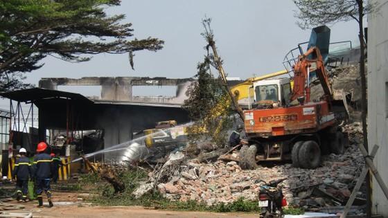 Cảnh tan hoang sau vụ cháy ở KCN Việt Hương ảnh 3
