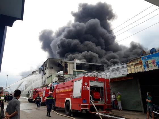 Cảnh tan hoang sau vụ cháy ở KCN Việt Hương ảnh 1