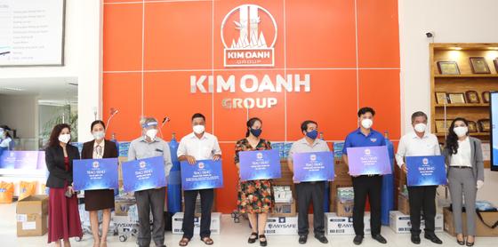 Tặng gạo và trang thiết bị y tế cho tỉnh Đồng Nai, Bình Dương ảnh 1