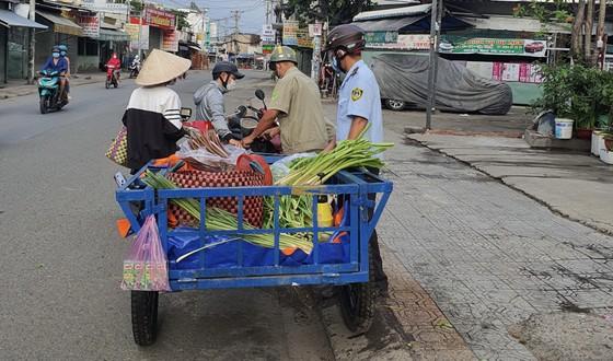 Quận Bình Tân phạt 52,5 triệu đồng các trường hợp không đeo khẩu trang, tụ tập nơi công cộng ảnh 2