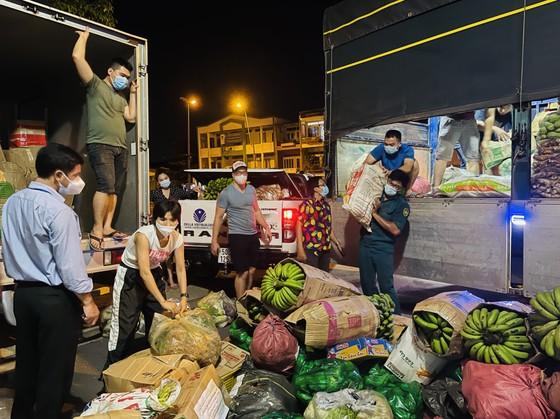 Chuyến xe yêu thương từ Lâm Đồng vào TPHCM chở 20 tấn rau củ ảnh 1