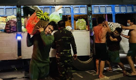 Chuyến xe yêu thương từ Lâm Đồng vào TPHCM chở 20 tấn rau củ ảnh 5